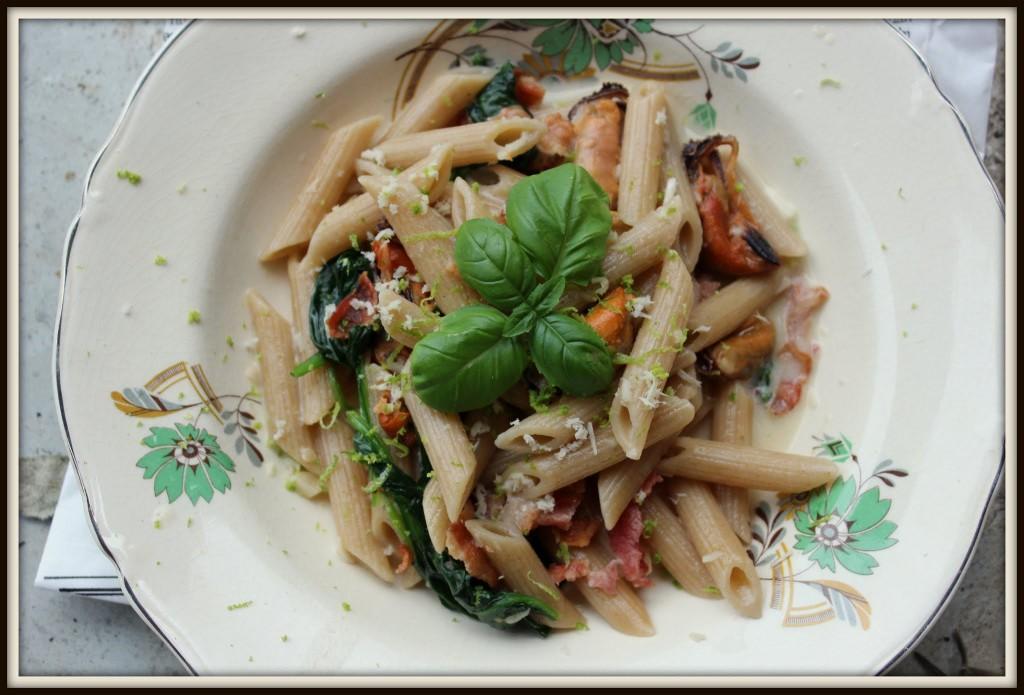 pasta med blåmuslinger, spinat og peberrod