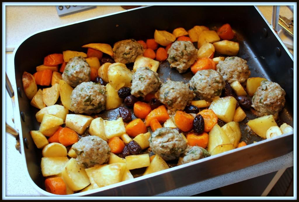 Ovnbagte grøntsager og lammekødsboller