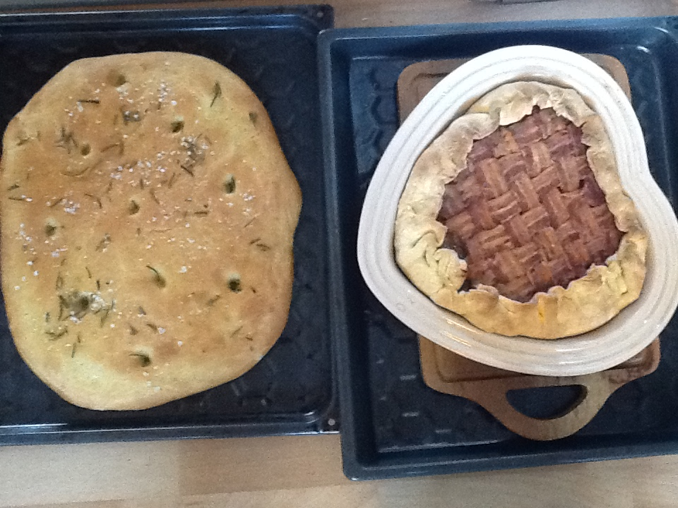 Her står tærten til højre. Man skal naturligvis være glad for kød - og det er også et solidt måltid mad. Men dejlig er den.