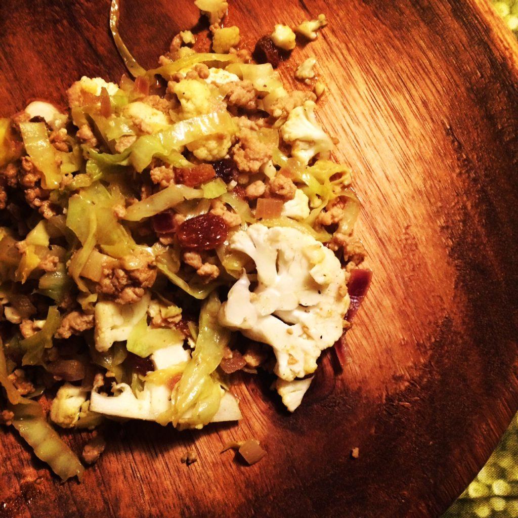 Karrykål med hakket kød og rosiner - lidt