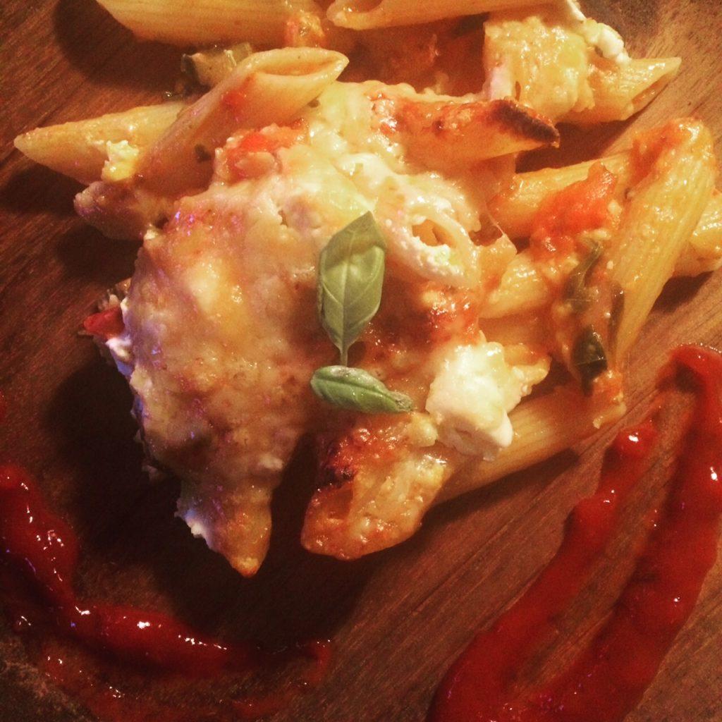 """Jeg var nødt til at gøre et eller andet, så det så pænt ud på billedet - så striberne af ketchup på tallerknen er en """"foto-tilføjelse"""" :-)"""