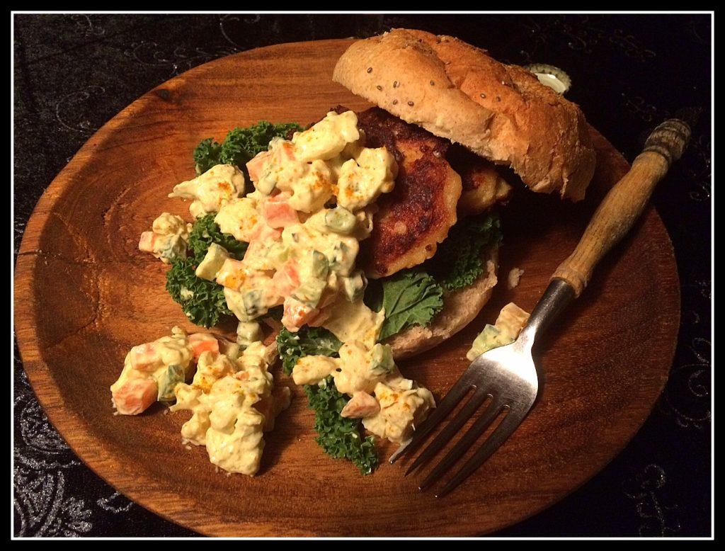 En lækker fiskeburger er god mad - og sund, hvis man vælger gode råvarer.